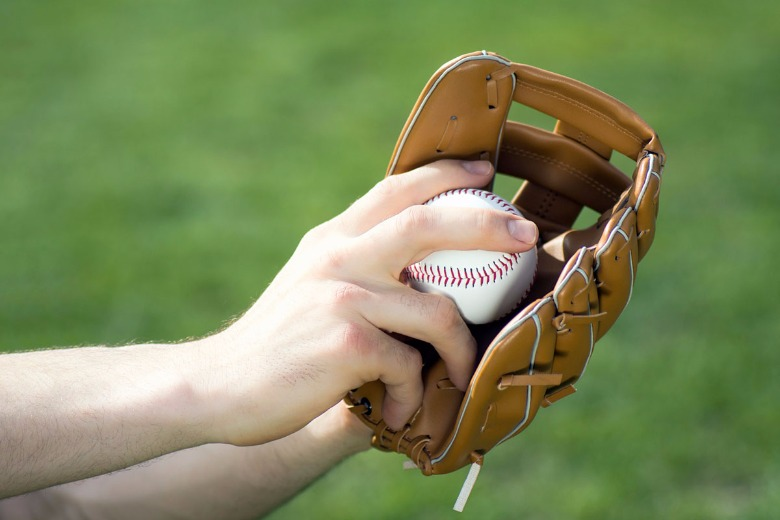 glove-ball-pitch.jpg